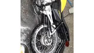 Lavagem de moto de verdade 😲 sem causar danos a moto 😉