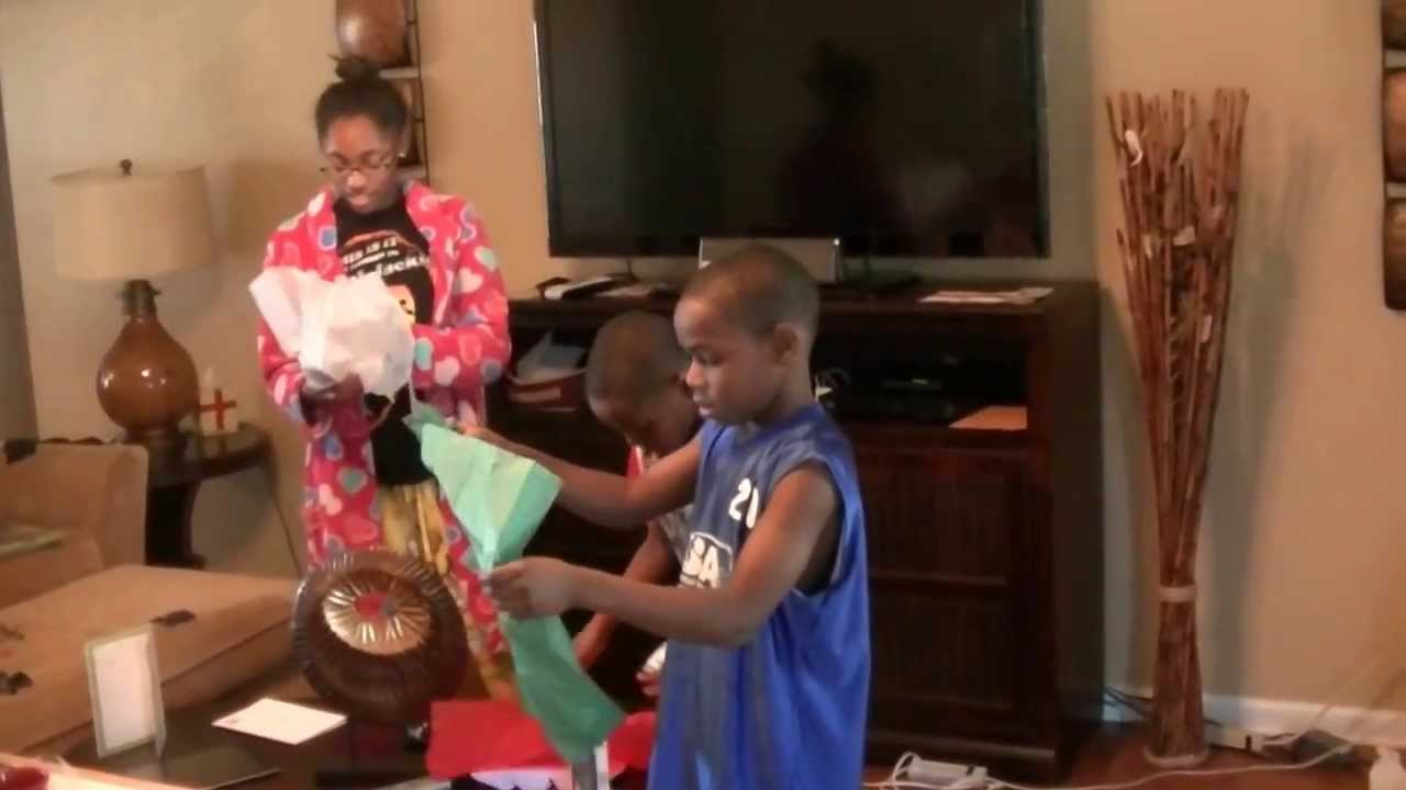WWE Kids Christmas surprise. Very funny video! - YouTube