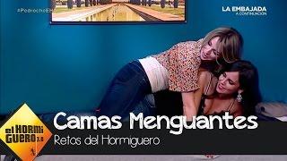 Cristina Pedroche y Anna Simon hacen la cucharita en una cama menguante - El Hormiguero 3.0