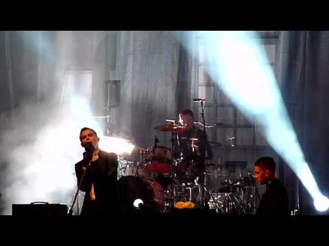 Hurts - Confide In Me (Kylie Minogue cover) - Maag Halle Zurich, 30 Oct 2011