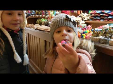 Trip to Poland - part 2: Cracow, Wawel Dragon, Christmas market square
