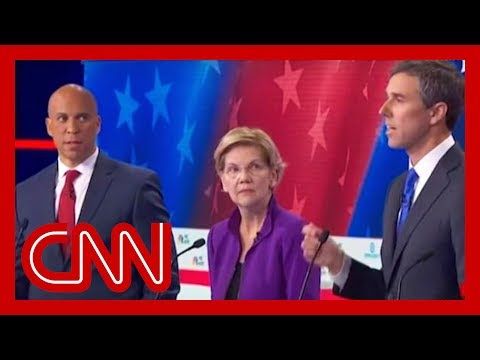 Booker reacts to photo of him giving O'Rourke 'side eye'