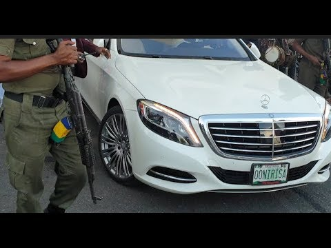 Ooni of Ife storms out of Alaafin of Oyo 80th birthday in style into his expensive benz