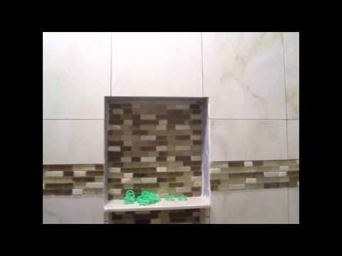 ceramic-tile-tub-area-with-glass-border