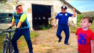 Ульяна и Захар спасли Привет Соседа - Hello Neighbor stole a bike from a policeman