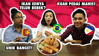 TRYING INDONESIAN FISHCAKE! 🤯 FOREIGN STUDENTS TRY INDONESIAN FOOD