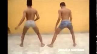Chicos bailando La Chapa Que Vibran