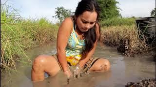 Beautiful Girl Fishing   Amazing Fishing at Battambang   How To Catch Fish By Hand 71