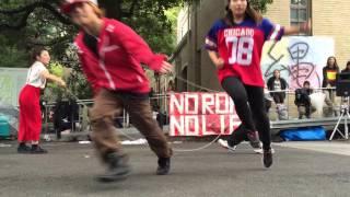 2015年11月に神戸大学で行われた六甲祭で、ダブルダッチサークル Dutch ...