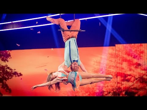 Bobby Lockwood's Trapeze performance to 'It's A Beautiful Day'   Tumble: Grand Final  BBC One