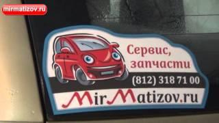 Как наклеить наклейку на стекло автомобиля?