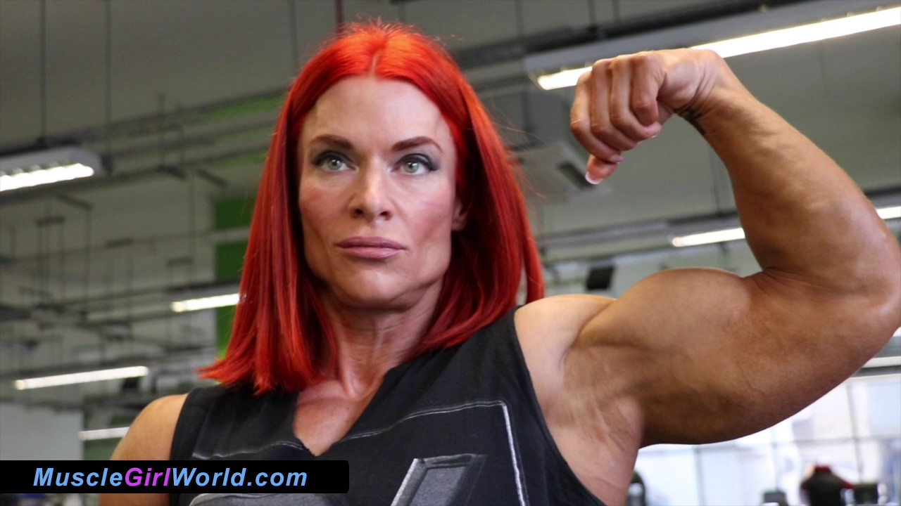 Muscle girl with massive cock jerk off futanari 1