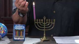 Jewish Traditions : How to Light the Menorah