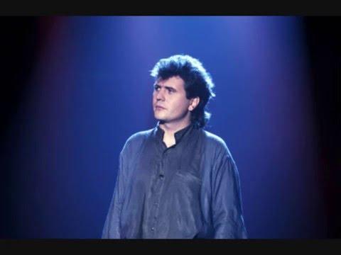 Un enfant assis attend la pluie  Ultime chanson de Daniel Balavoine 1985 HQ