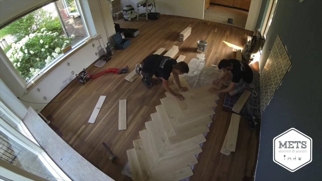 Laminaat Visgraat Leggen : Visgraat vloer leggen in bemmel youtube
