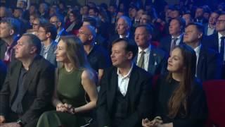 Сергей Мозякин награждается призом MVP регулярного сезона