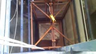 Грузовой подъемник(Шахтный грузовой подъемник Грузоподъемность 2000 кг Автоматические вертикальные ворота Производство Строй-..., 2015-03-16T17:23:11.000Z)