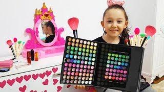 Öykü and Grandma Pretend Play Make Up Toys - Funny Oyuncak Avı