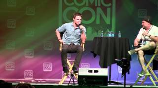 Stephen Amell Recites Arrow Voiceover Introduction at Salt Lake Comic Con