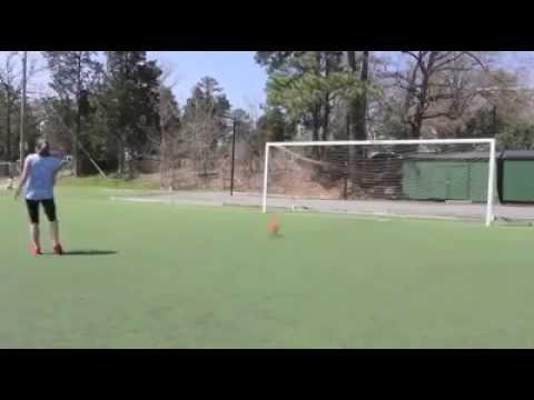 Une fille joue au foot mieux que les gar ons lol youtube - Fille joue au foot ...