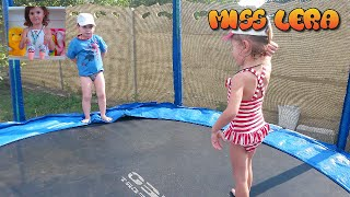 Miss Lera jumping on a trampoline Дети прыгают на батуте(Почти сальто :) Лера за рулем:https://www.youtube.com/watch?v=IlFhR-P7HpE Лера жжот:https://www.youtube.com/watch?v=4IWIBBD71js Дядя с ..., 2015-09-16T20:24:15.000Z)