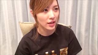 SKE48の松井珠理奈さんが、「豆腐プロレス」でのHKT48の宮脇咲良さんの...