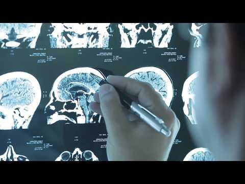 Hospital medical examine a patient's xray I Medico Examinando Raio X 2