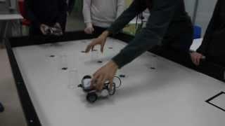 Школьники запускают робота на уроке робототехники #Казань #innopolis #kukmor