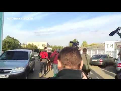 Приехавший забирать сына из колонии отчим Кокорина переехал ногу журналисту