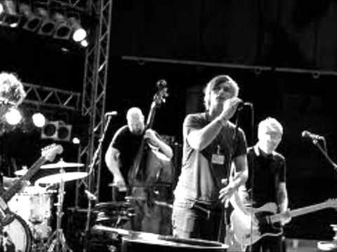 Kaizers Orchestra - Maskineri [lyrics]