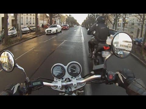france motard comment garer sa moto facilement doovi. Black Bedroom Furniture Sets. Home Design Ideas