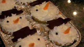 How to Make Holiday Snowman Cupcakes Thumbnail