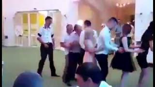 Tutorial para aprender a bailar en una boda (no really)