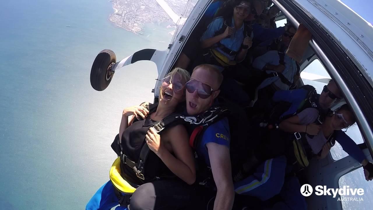 video Melbourne 15,000ft Tandem Skydive (Weekday)