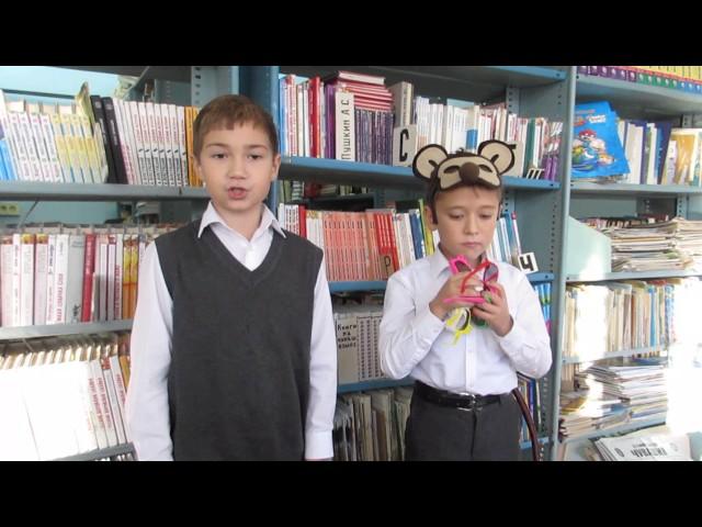 Изображение предпросмотра прочтения – «Мальчишки» читают произведение «Мартышка и очки» И.А.Крылова
