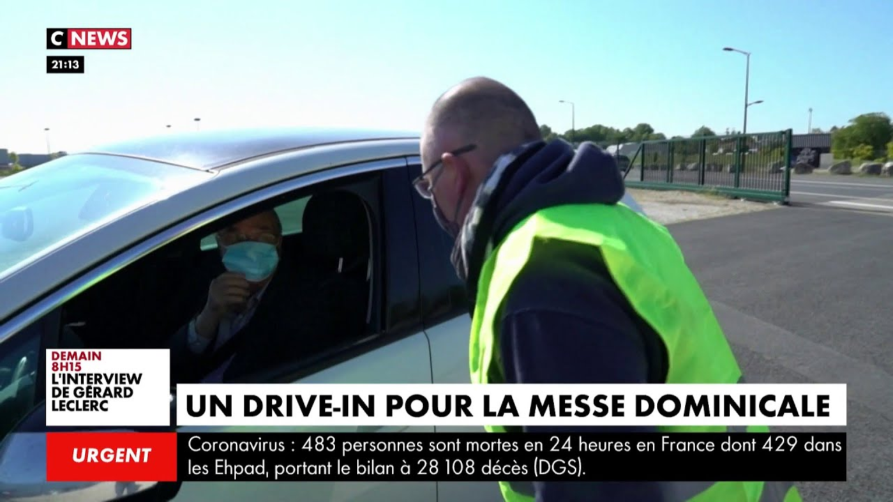 Un drive-in pour la messe dominicale