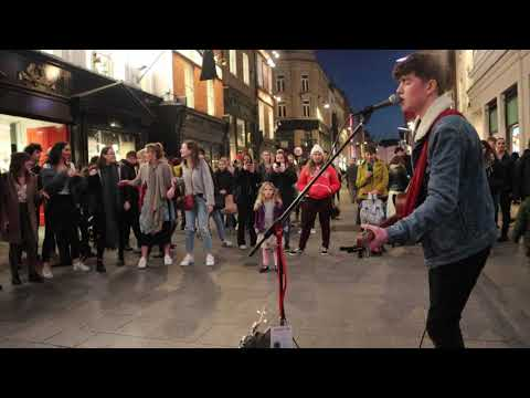Mo' Bounce - Check out this 16 year old singing Coldplay on the street