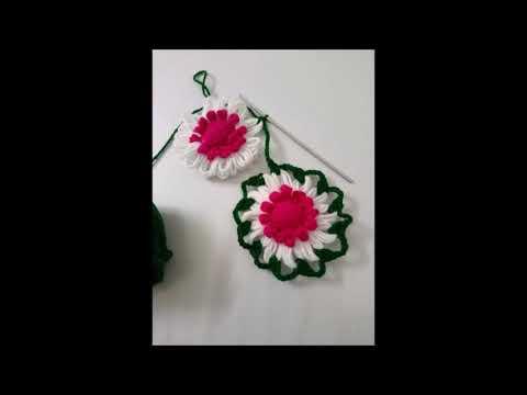 Plastic Frame Flower // Crochet Phone Mat Design.