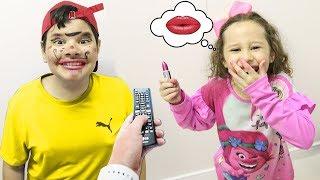 Valentina Pontes na historinha do DESAFIO DO PAUSE e maquiando meu irmão