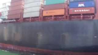 مشهد عن قرب لأول سفينة عملاقة تعبر قناة السويس الجديدة لأول مرة