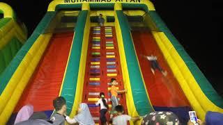 Perosotan Balon Raksasa, Tinggi sekali, Untuk Mainan anak di Istana Balon Blang Padang Banda Aceh.
