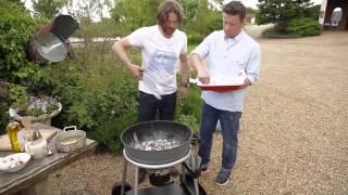 DJ BBQ готовит гребешки на гриле от Jamie Oliver.