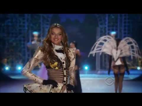 Rihanna - Diamonds Victoria's Secret Fashion Show 2012 (Reggae version)