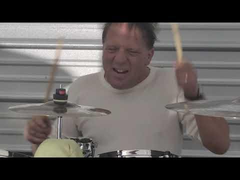My friend Ray blasting his drum set 🤘