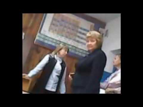 Учитель шлёпает двух студенток