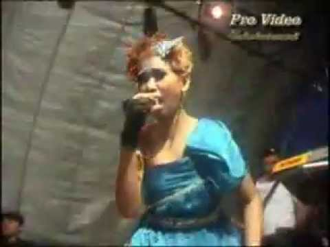 Mecha Alba feat DJ yudhi-Main Hati LIVE IN CONCERT 2011.mp4