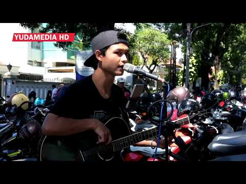 We Wish You Mary Christmas - Cover Street Musician Malang, Indonesia