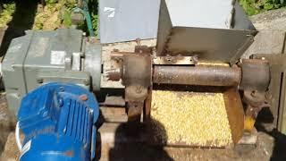 Плющилка зерна своими руками / how to made a grain crusher