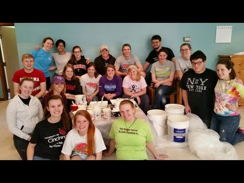 UC Honors Seminar Students Travel To Kentucky for Volunteer Outreach