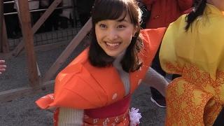 2月3日、「成田山不動尊」(大阪府寝屋川市)で『節分祭』が開かれ、...